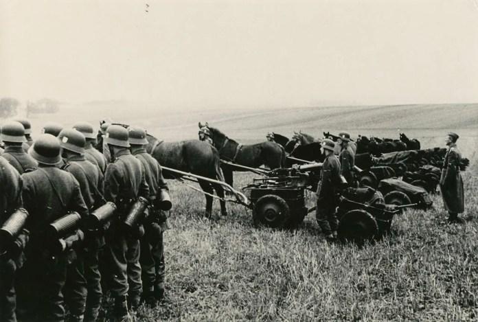 Липень 1944 р. Ожидів. Відділ зв'язку.(Фото з фондів ЛІМ)