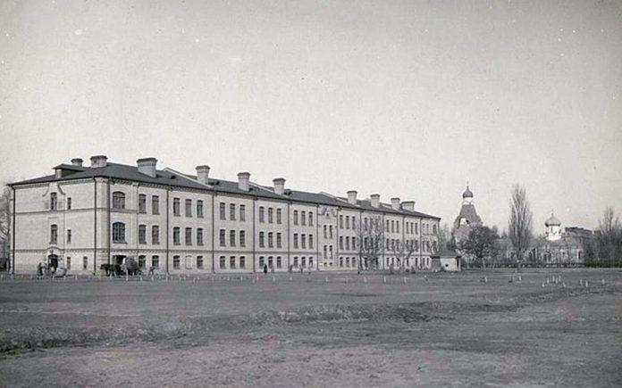 Військове поле за казармами на теперішній вулиці Стрілецькій. Тепер цей район забудований. Фото з Австрійської національної бібліотеки