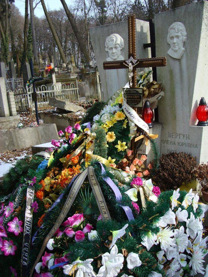 Могила Любомири Яросевич на Личаківському цвинтарі у Львові, жовтень 2007 р.