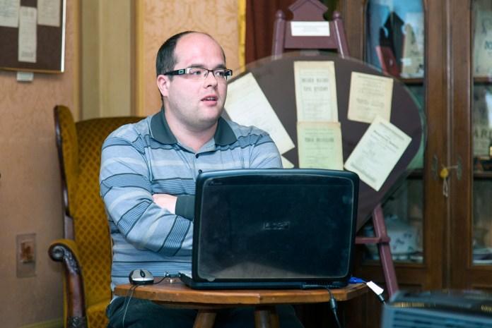 Молодший науковий працівник Художньо-меморіального музею Олекси Новаківського Олександр Шейко