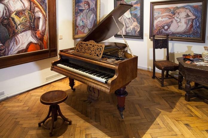 Антикварний кабінетний рояль фірми «J. FRITZ & SOHN, WIEN» Роксоляни Залеської