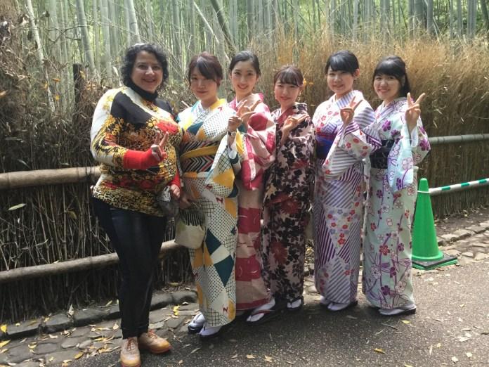 Зоряна Пігович у Японії з гейшами
