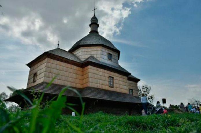 Церква святого Микити у селі Дернів
