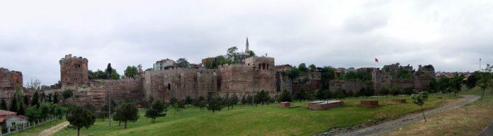 Фрагменти давнього Константинополя. Фото з http://www.wikiwand.com