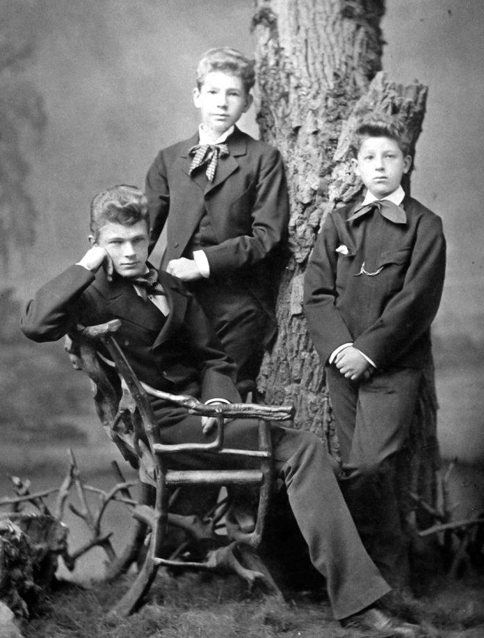 Діти Шептицьких: Юрій, Роман (пізніший Митрополит Андрей) та Олександр, 1879 рік.