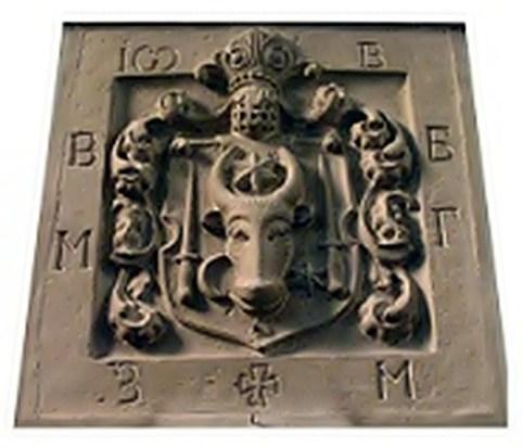 Геральдична плита всередині храму