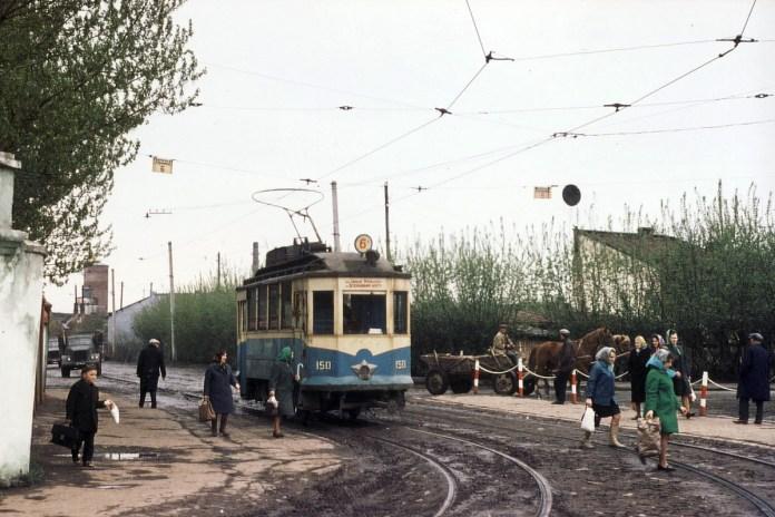 """""""Останній із могікан"""" - старий модернізований трамвай """"Sanok"""" на Підзамчі. 1970 р. Фото із колекції Ааре Оландера"""
