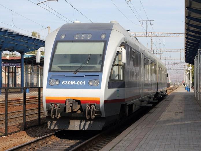 Дизельний пасажирський пасажирський вагон Pesa 630M на Вінницькому вокзалі