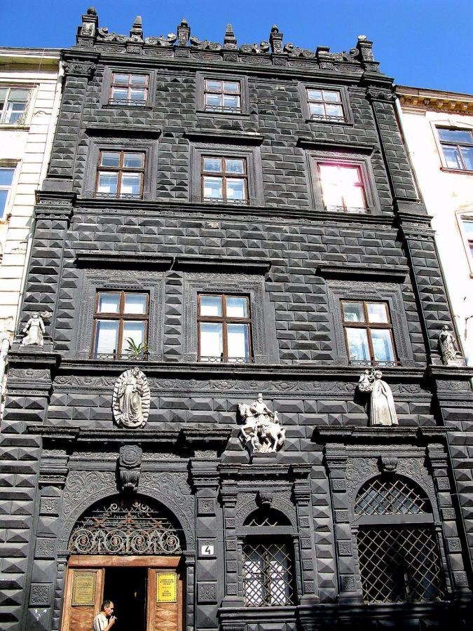 """Чорна кам'яниця"" у Львові. Фото з https://uk.wikipedia.org"