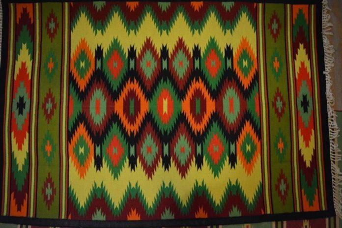 Один з килимів у експозиції музею в Глинянах