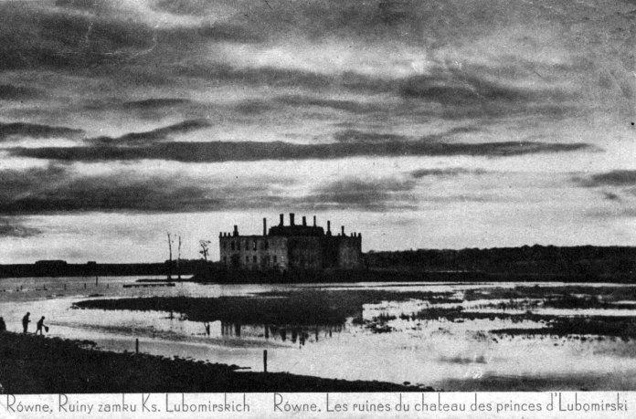 Палац Любомирських в Рівному після пожежі. Фото середини ХХ століття