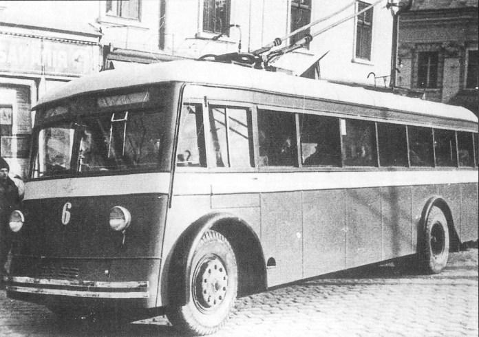 Радянський тролейбус ЯТБ-4 у Чернівцях. Червень 1941 р. Фото із колекції С.А. Тархова