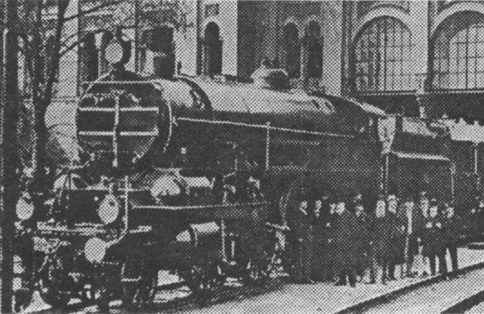 Відправлення потяга із Відня до Львова з Північного вокзалу. 1890-ті роки. На фото - паровоз серії 210