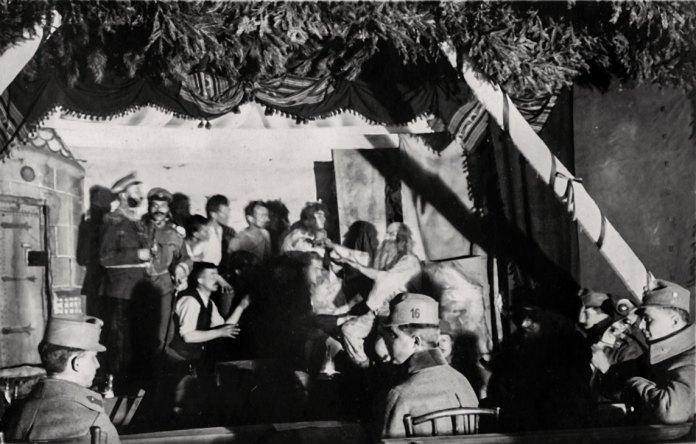 Вистава «Зірка Сибіру» в театрі в Щуровичах, фото 1917 року.