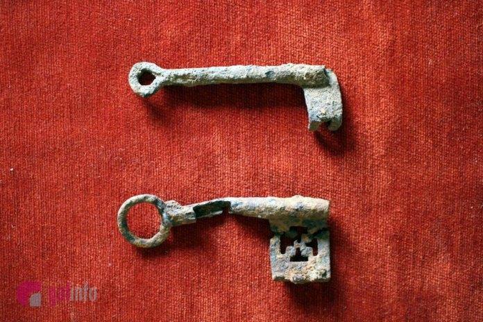 Давньоруські ключі знайдені археологічною експедицією в Пліснеську у 2018 році