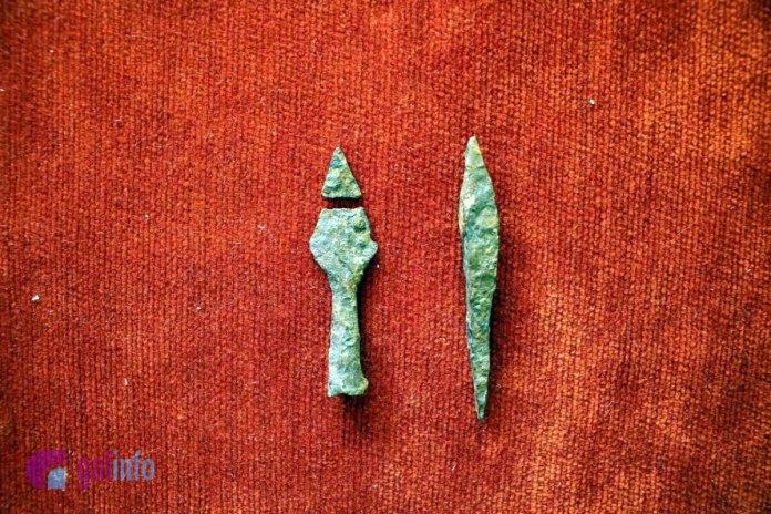 Наконечники стріл з давньоруського горизонту знайдені археологічною експедицією в Пліснеську у 2018 році