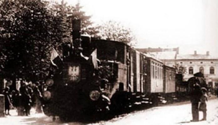 Вузькоколійний потяг на вулиці Коломиї. 1920-ті рр.