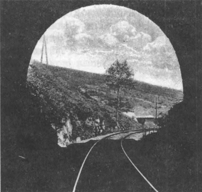 Вигляд із тунеля у Верхньому Синьовидному. Сучасне фото.