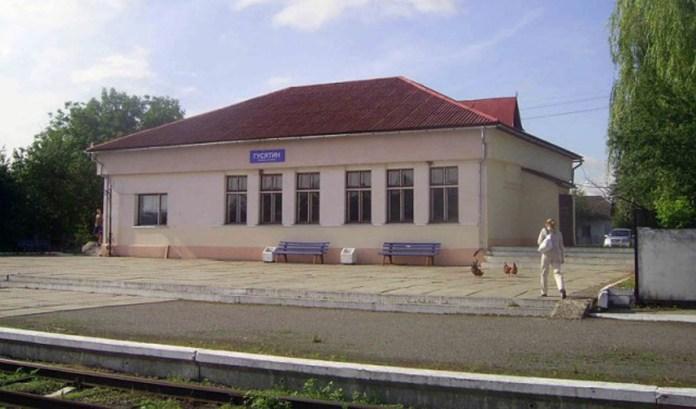 Вокзал у Гусятині. Сучасне фото