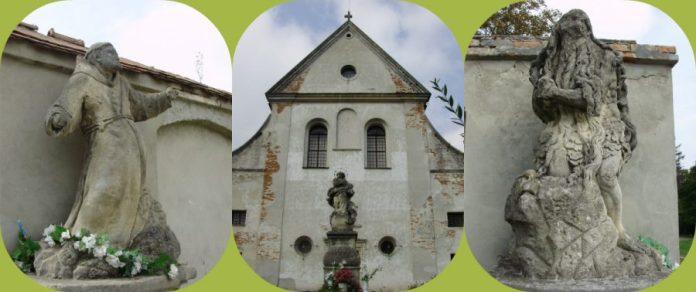 Скульптури перед костелом капуцинів. Фото Є. Гулюка