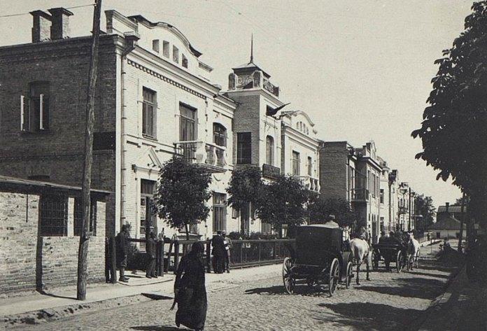 Перша світова війна У цих будівлях знаходилося командування округу. Зараз це вулиця Словацького. Фото з Фотоархіву Австрійської національної бібліотеки