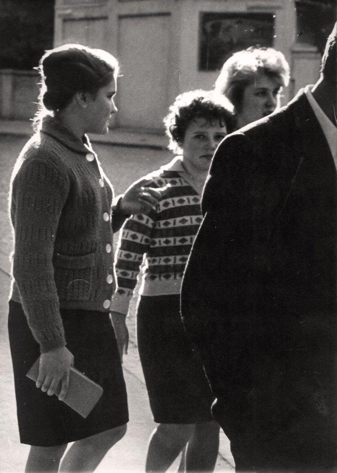 Дівчата на вуличках Рокса. Поч. 60-х рр. Фото Володимира Руденка
