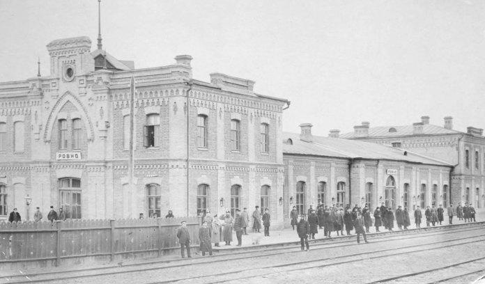 Рівненський вокзал — найбільший на Західній залізниці