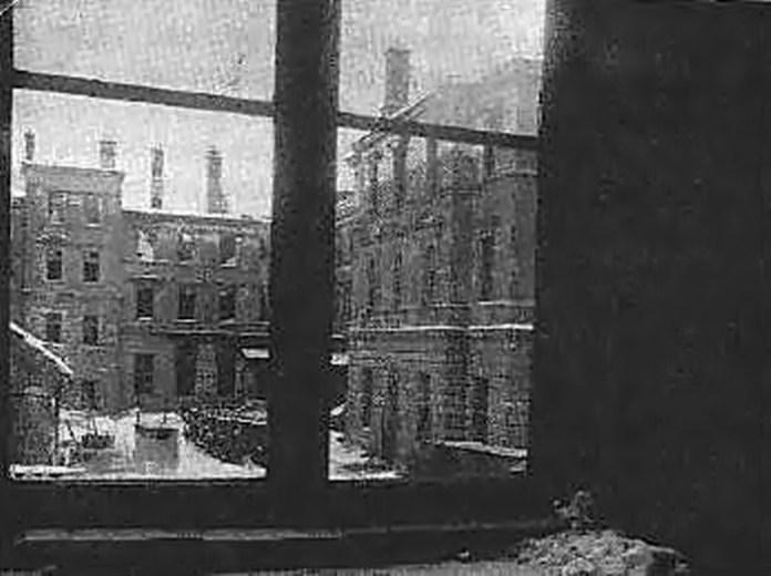 Згарище будівлі Головної пошти після листопадових боїв 1918 р.