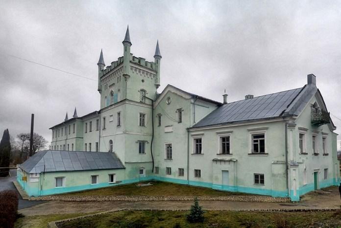 Замок у Білокриниці. Сучасне фото