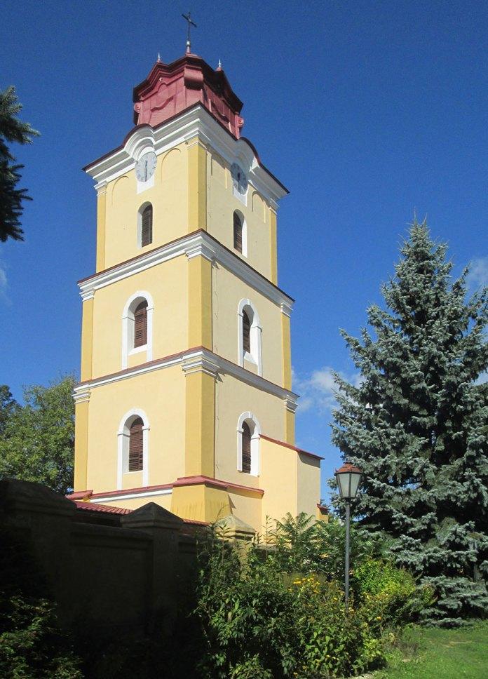 Колишня дзвіниця костелу Успіння Пречистої Діви Марії в Рудках, в якій знаходиться музей Олександра Фредро. Фото Мар'яни Іванишин.