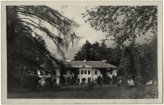 Палац Лянцкоронських в Хлопах. Фото початку ХХ століття