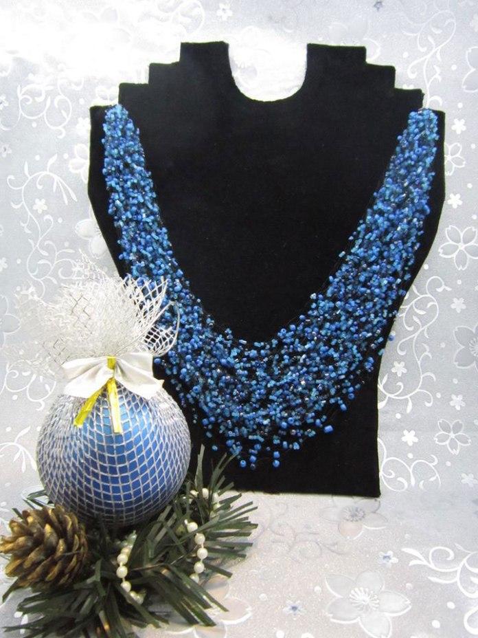 Експозиція виставки виробів з бісеру «Різдвяні барви» Лесі Сидорович