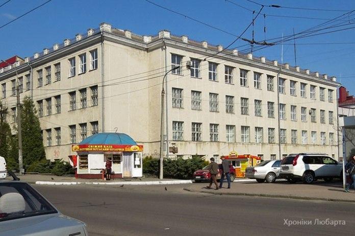 Фасад гімназії в Луцьку з проекту Толлочка