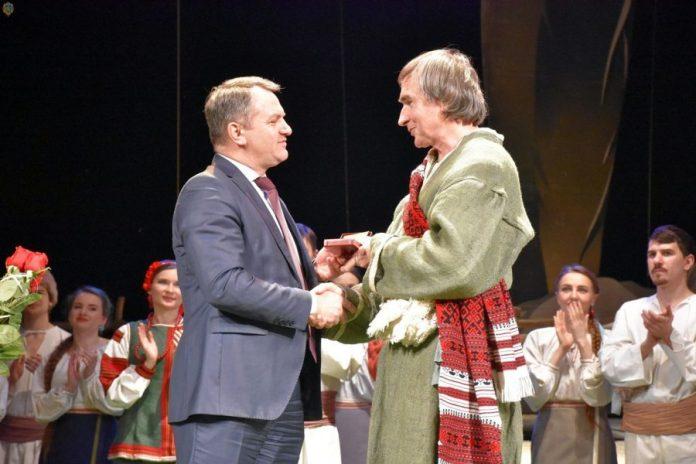 Вручення нагороди Роману Білю
