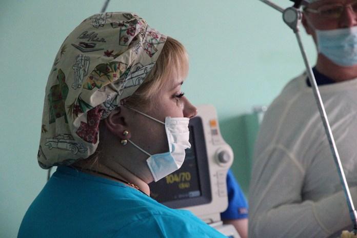 Світлана Долик в операційній військового шпиталю в околицях Авдіївки