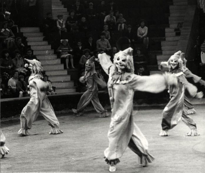 """Балетний ансамбль """"Чарівниці"""" в програмі ілюзійного музично-хореографічного ревю """"Раз... два... три..."""", листопад 1981 року"""