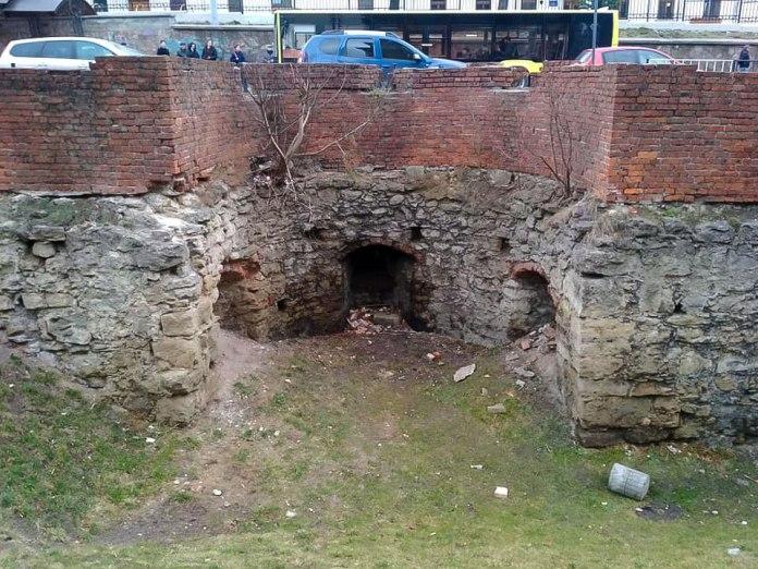 Бастея Низького муру на вулиці Підвальній