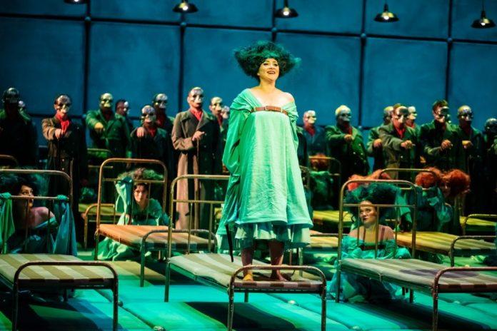Ельза (Олеся Бубела) у опері ''Лоенгрін''