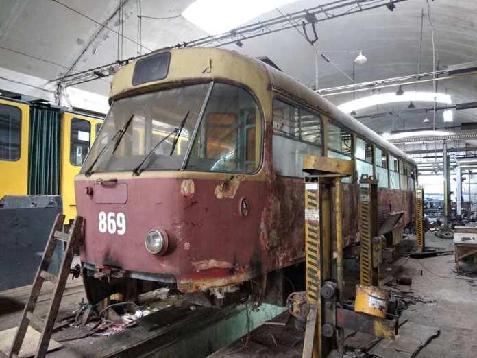 Реставрація трамваю Tatra T4 №869. Фото: facebook.com/comfycity.lviv