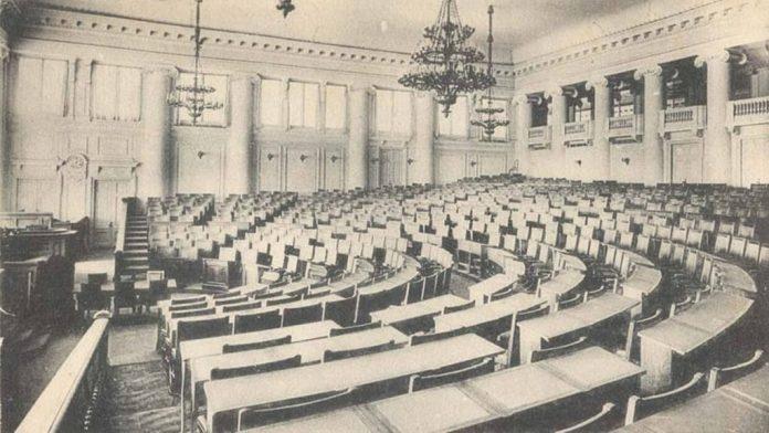 Головна зала засідань