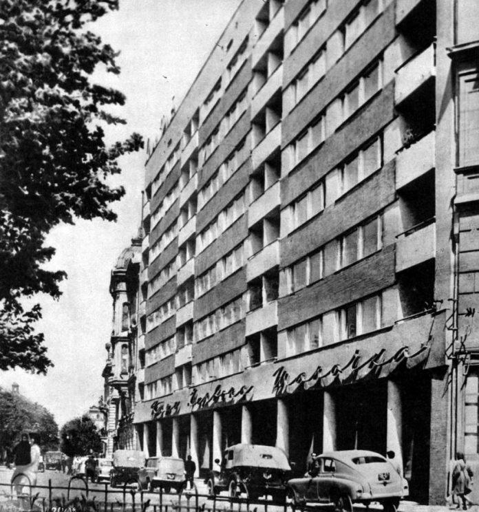 """Колишнє кафе """"Червона шапочка"""" на сучасному проспекті Свободи, 1960-ті рр."""