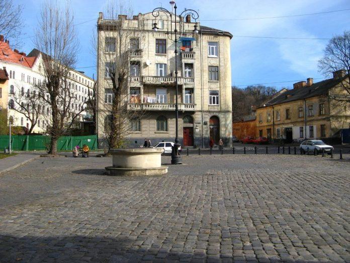 Криниця на площі Старий Ринок
