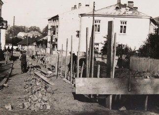 Вулиця Елізи Ожешко в Луцьку в тридцятих. По центру вулиці прокладають водогін. З архіву Луцького водоканалу