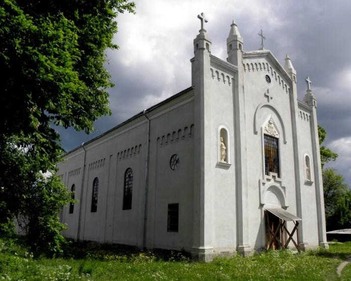 Костел Різдва св. Йоана Хрестителя у сучасному Сасові. Фото з https://uk.wikipedia.org