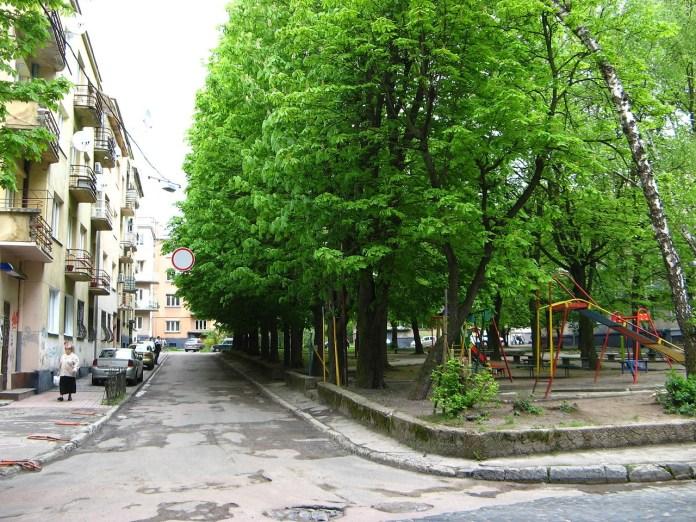 Площа Вишиваного