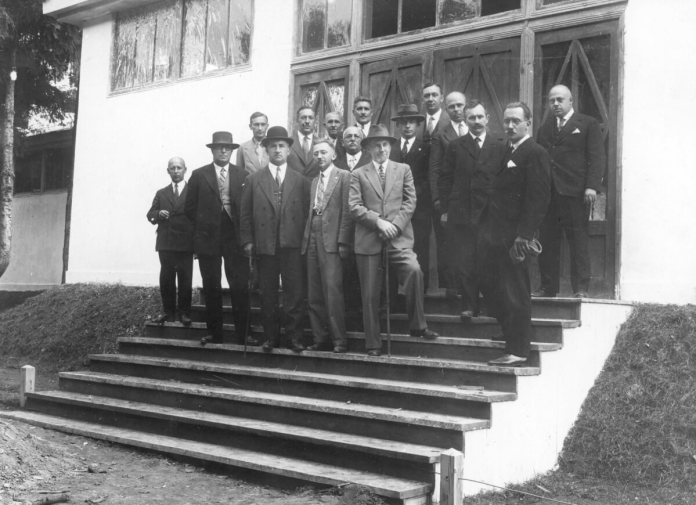 Президія Торгів на чолі зі Станіславом Богуславскім