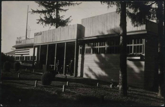 Павільйон пошти і телеграфу, зведений за проектом Пшерадської і Єнджиєвського
