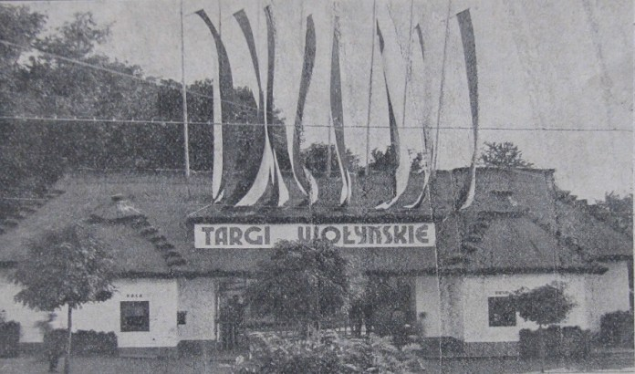 Вхідна брама Торгів 1931 рік. Фото з Путівника по Торгах Волинських