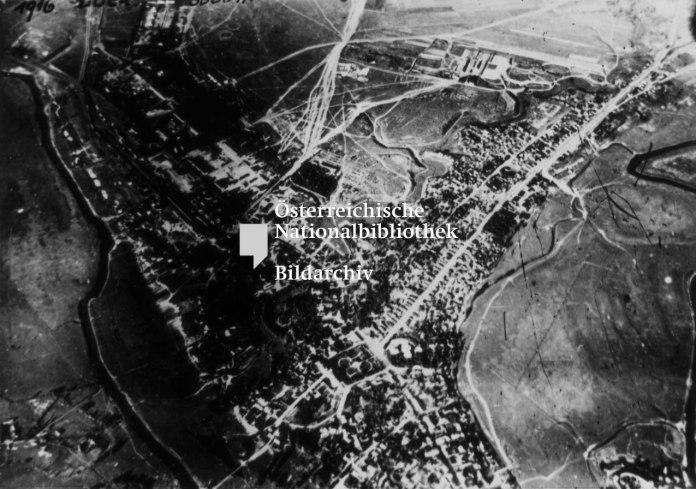 Фото з висоти. Не ідентифіковане в австрійському архіві як Луцьк, фотограф Франц Пахляйтнер