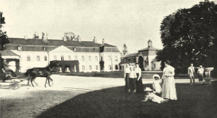 Палац родини Цєньських у селі Пеняки Бродівського району Львівської області. Фото 1911 року